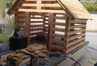 Vorfertigen der Hütte in der Werkstatt...